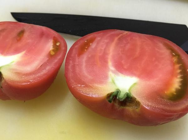 エバーカット・フルティフで切ったトマト