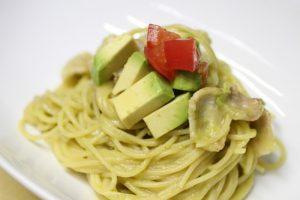 【アボカドを使ったカルボナーラ】が、驚くほどの美味さ!レシピあり