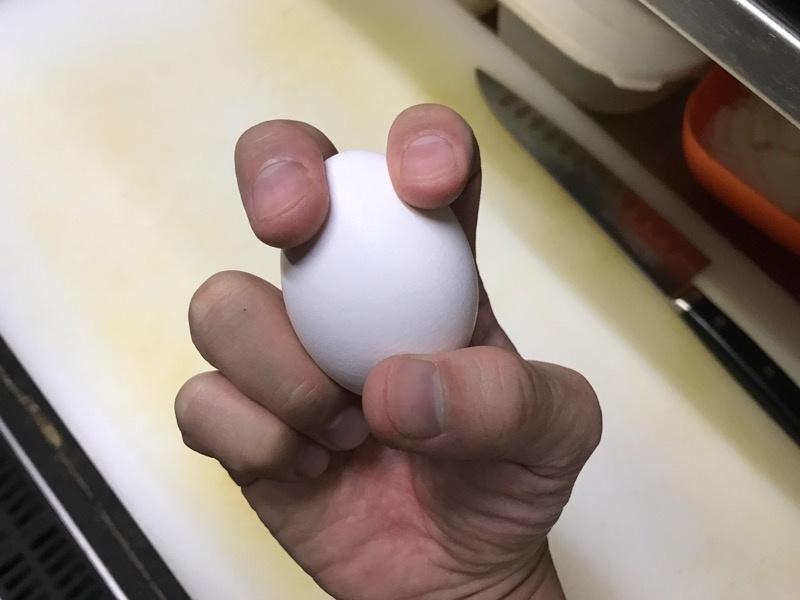 卵を片手で割る方法11