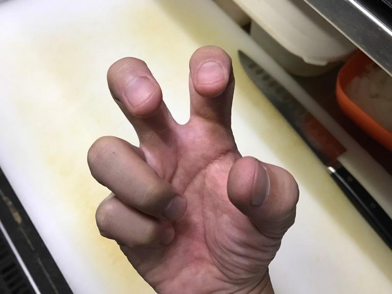 卵を片手で割る方法3