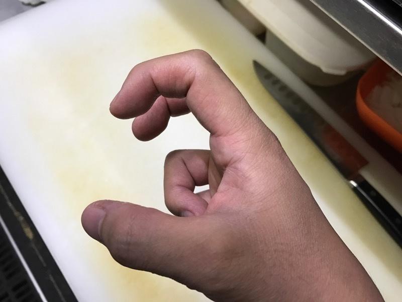 卵を片手で割る方法4
