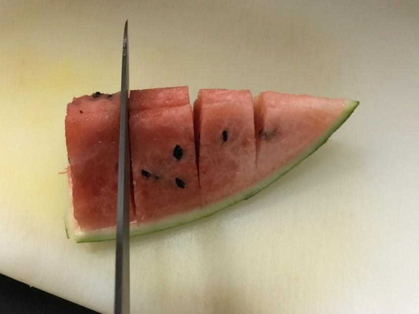 メロンみたいなスイカの切り方5
